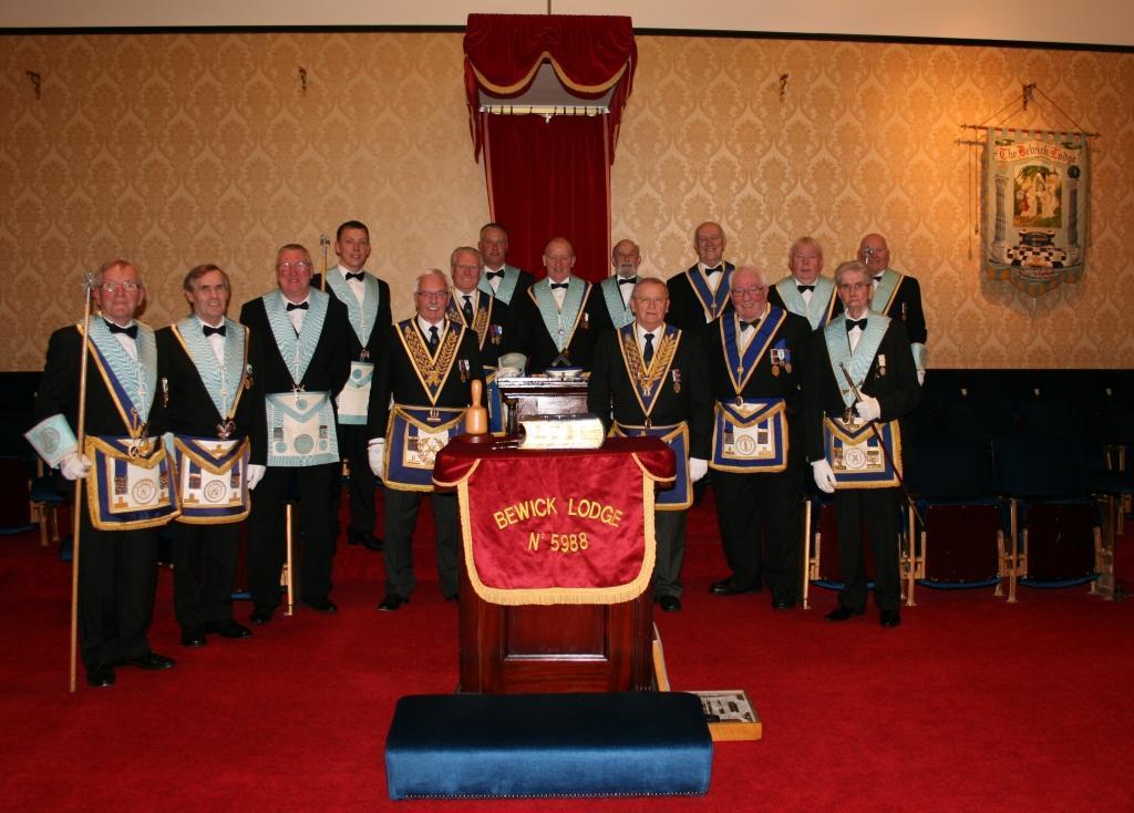 IMG_5004.jpg Officers of The Bewick Lodge 2017-18.jpg
